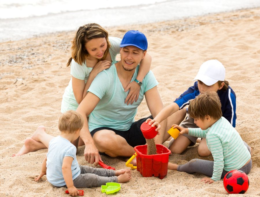 Patchworkfamilie am Strand